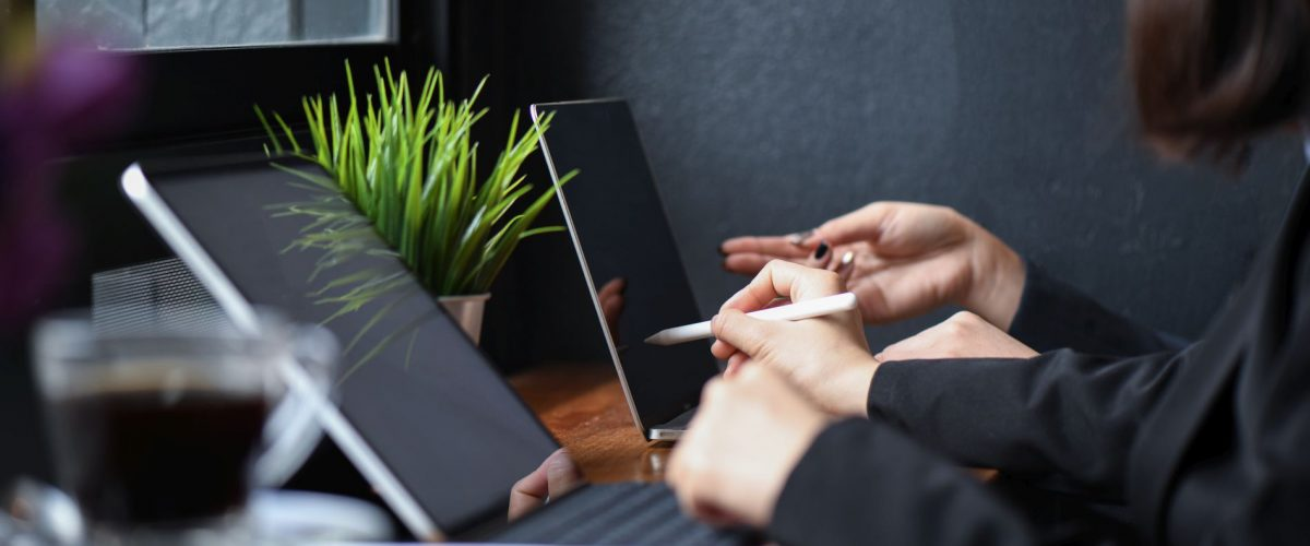 business-girl-team-working-with-laptop-in-office-J6ZQFNR.jpg
